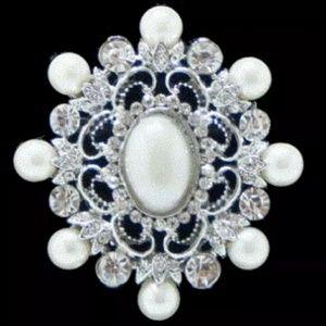 NWT Vintage Style Pearl Rhinestone Brooch Pin